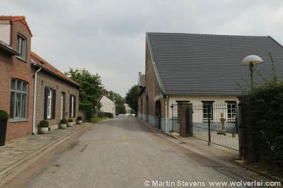 Buurtschap Ten Esschen is de moeite waard om eens op je gemak door te wandelen of te fietsen. Je kijkt je ogen uit met de vele fraaie monumentale panden die hier nog te vinden zijn onder de 'rook' van de stad Heerlen.