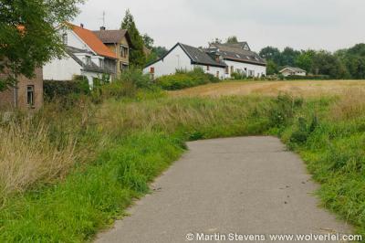 Ten Esschen is een van de zeer weinige buurtschappen van Heerlen die nog niet door de stad zijn opgeslokt, maar nog altijd landelijk en idyllisch is gelegen, zij het ingeklemd tussen de N281 in het O en de A76 in het W.