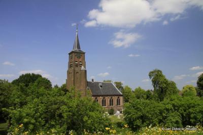 De eenbeukige neogotische kerk uit 1887 in Heesselt