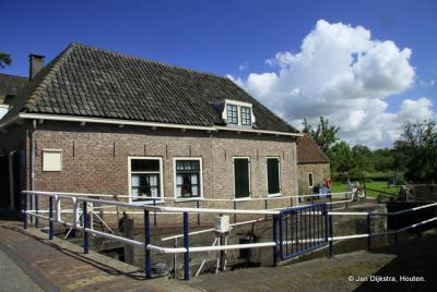Bij de Goejanverwellesluis in Hekendorp.