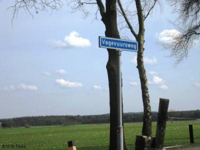 De naam Helhuizen heeft niets met de hel te maken, toch dachten latere inwoners en/of de gemeente dat kennelijk, gezien de straatnaam Vagevuursweg en de panden Groot Vagevuur en Klein Vagevuur in de buurtschap.