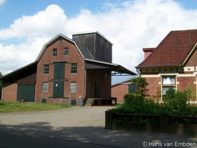 Henxel, de karakteristieke voormalige maalderij op Ratumseweg 15-17 is in 2014 herbestemd tot twee woningen
