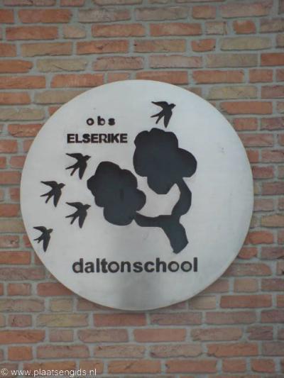De basisschool van buurtschap Herike-Elsen heet Elserike, en doet het qua naam dus net andersom dan zoals de buurtschap doorgaans wordt aangeduid...