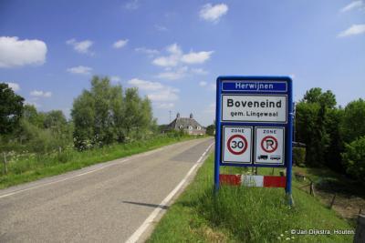 Buurtschap Boveneind ligt binnen de bebouwde kom van het dorp Herwijnen