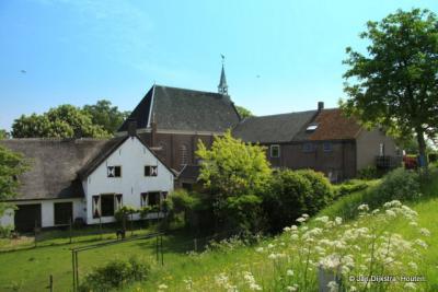 Buurtschap Kerkeneind, in het dorpsgebied en binnen de bebouwde kom van Herwijnen