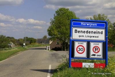 Buurtschap Benedeneind, binnen de bebouwde kom van het dorp Herwijnen, bereikt met de veerpont vanuit Brakel