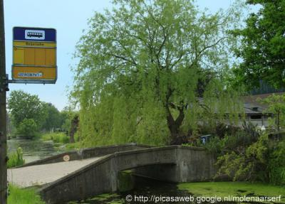 't Beijersche heet in de atlassen Het Beijersche en op de bushalteborden staat alleen Beijersche, zonder voorvoegsel dus. Het lijkt wel een spelletje 'Wie van de Drie?'...