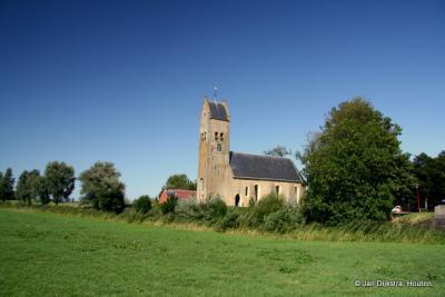 De kerk van Hichtum van nabij gezien.