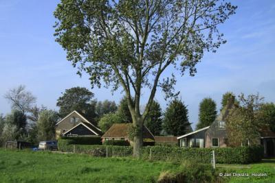 De bebouwde kom van het piepkleine dorp Hinnaard omvat bijna letterlijk maar een handvol woonhuizen