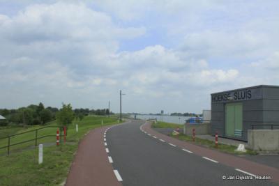 De Hoek, Gemaal Krimpenerwaard uit 2004 is in 2008 hernoemd in Hoekse Sluis, naar de molen die hier vroeger heeft gestaan