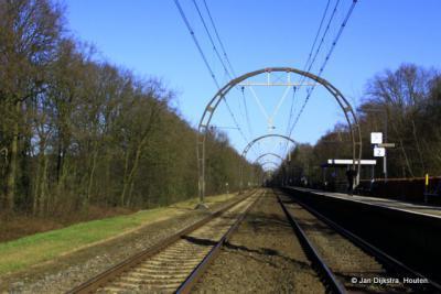 De karakteristieke spoorportalen in het traject Utrecht-Hilversum bij Hollandsche Rading zijn uniek voor ons land