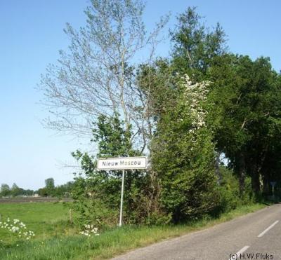 Nieuw Moscou, Z van Hollandscheveld, is volgens de gemeente Hoogeveen een dorp, ondanks de witte plaatsnaamborden
