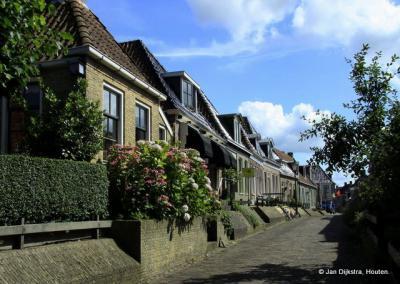 Zon en schaduw in Holwerd.