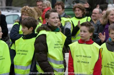 Horstermeer, de inwoners zijn het niet eens met de plannen voor 'nieuwe natuur' in hun polder. Op de foto een protestactie bij de provincie d.d. 23 maart 2009.