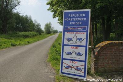 Horstermeer, de inwoners hebben, uit protest tegen de natuurplannen in hun polder, in 2010 de Republiek Horstermeerpolder uitgeroepen