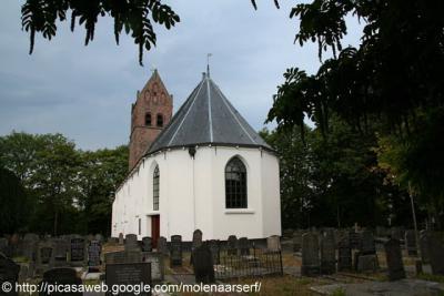 Huizum, de Dorpskerk is in 2013 overgedragen aan de Stg. Alde Fryske Tsjerken, die er lezingen en concerten organiseert