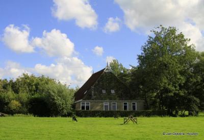Boerderij bij Iens, in het Nederlands Edens.