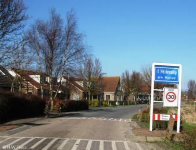 It Heidenskip is een dorp in de provincie Fryslân, gemeente Súdwest-Fryslân. Oorspronkelijk deels gemeente Workum, deels gemeente Hemelumer Oldeferd. In 1984 over naar gemeente Nijefurd, in 2011 over naar gemeente Súdwest-Fryslân.