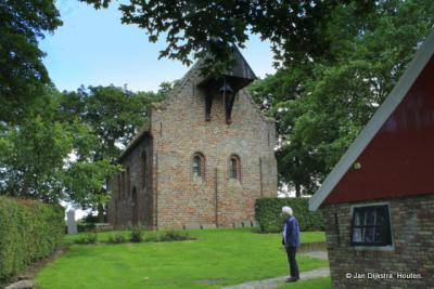 In Jannum staat op een terp een museum kerk uit de 13e eeuw.