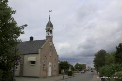 De voormalige Hervormde kerk van Kamperland dateert uit 1901 en is in 1998 aan de eredienst onttrokken. Tegenwoordig is er een brasserie in gevestigd.