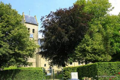 Bij de kerk in Kimswerd