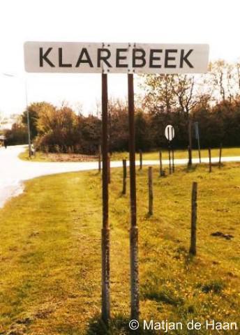 Klarebeek had, getuige deze foto, in ieder geval in 2002 nog plaatsnaambordjes. Vandaag de dag staan deze er helaas niet meer.