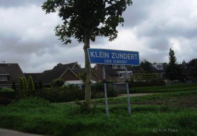 Klein Zundert is sinds 2009 als plaatsnaam erkend in het postcodeboek. Voorheen lag het dorp voor de postadressen 'in' Zundert.