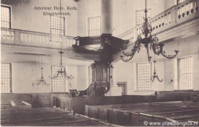 Het dorp Smilde heeft oorspronkelijk Kloosterveen geheten. Zo staat het bijvoorbeeld nog op deze ansichtkaart uit begin 20e eeuw van het interieur van de Hervormde Koepelkerk. De dorpsnaam is pas ergens na 1930 gewijzigd in Smilde.