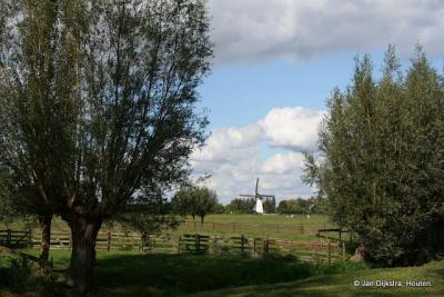 De Kooiwijkse Molen gezien vanuit Oud-Alblas op een mooie zomerdag