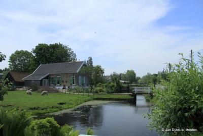 Koolwijk, brede wateren en smalle wegen