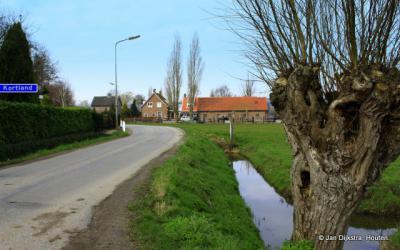 Kortland is een buurtschap in de provincie Zuid-Holland, in de streek Alblasserwaard, gemeente Alblasserdam.
