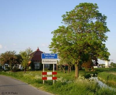 De huidige plaatsnaamborden suggereren dat Kröddeburen een wijk van het dorp Ten Post is, maar de kernen worden nog altijd van elkaar gescheiden door de N360, en daarom is Kröddeburen ook nog altijd een buurtschap.