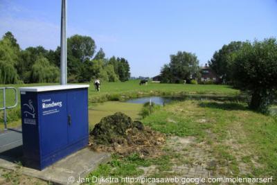 Lagebroek, het nieuwe gemaal alhier heet Rondweg naar de weg waaraan de buurtschap ligt. Beetje jammer. De benaming Lagebroek naar de buurtschap zou toch fraaier zijn geweest, zoals het gemaal in Oude Meije ook Oude Meije heet...
