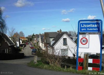 IJssellaan (buurtschap van Lageweg), zicht op de IJssellaan, waar de buurtschap naar genoemd is.