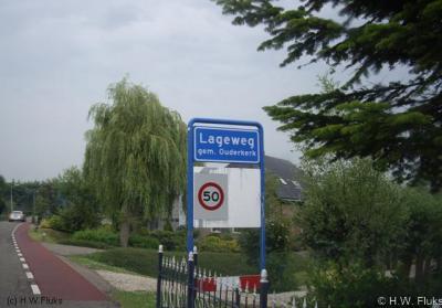 Het dorpje N van Ouderkerk aan den IJssel heet Lageweg en niet Lage Weg zoals sommige atlassen het verkeerd spellen. Het dorp heeft destijds helaas geen eigen postcode gekregen en ligt daarom voor de postadressen zogenaamd 'in' Ouderkerk aan den IJssel.