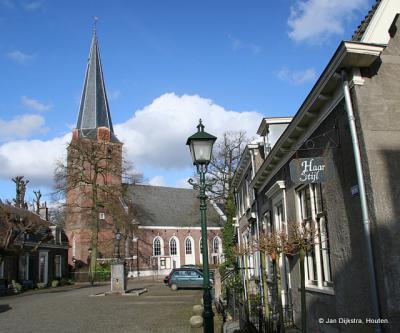 In het centrum, bij de kerk van Langbroek