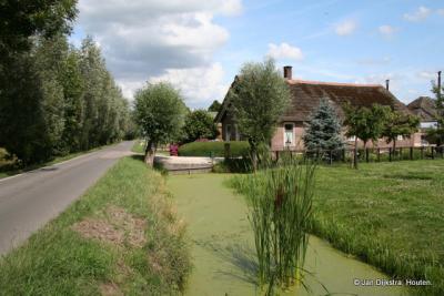 De ene boerderij is nog mooier dan de ander in buurtschap Lange Linschoten