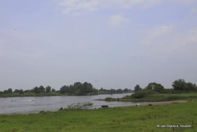 Rivier de Lek bij Langerak in de Alblasserwaard.