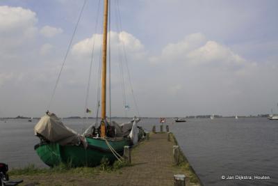 Jaarlijks is er in april in Langweer het Skûtsjesilen Langwar, als opening van het skûtsjesilen-seizoen en het watersportseizoen in Fryslân. Langweer doet met het eigen skûtsje 'Twee Gebroeders' mee aan de wedstrijden van de SKS.