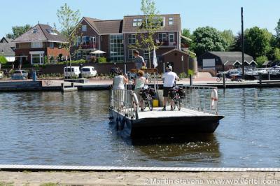 Oosterwijk, veerpont over de Linge naar het Gelderse Heukelum