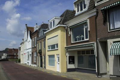 Op de Voorstraat in Lekkerkerk.