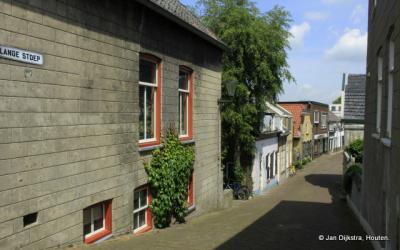 De Lange stoep op naar de Voorstraat in Lekkerkerk.