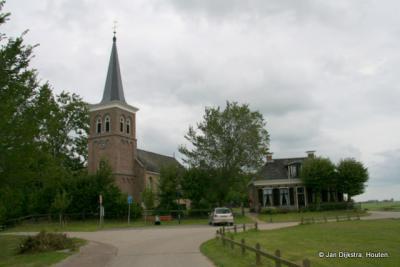 Aangekomen in het kleinste dorp van de voormalige gemeente Littenseradiel, Leons