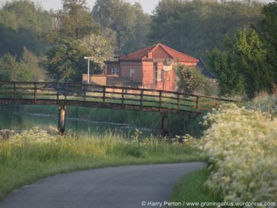 Lettelbert, voormalige molen, thans woonhuis (zie verder het kopje Bezienswaardigheden in de tekst) (© Harry Perton / https://groninganus.wordpress.com/2014/05/16/de-avond-valt-bij-het-lettelberterdiep)