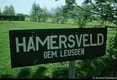 Het officiële plaatsnaambord van Hamersveld, zoals de huidige kern Leusden tot ca. 1970 werd genoemd