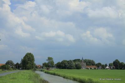 In de verte zien we Lollum in het weidse Friese land, heerlijk zo ver het oog kan zien