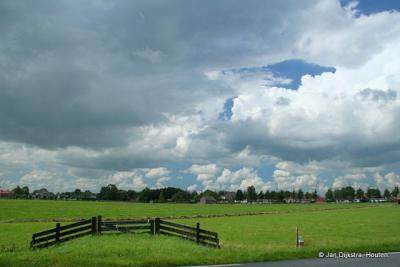 Donkere wolken boven Lopik