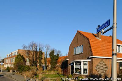 Het dorpje Heenweg ligt voor een groot deel rond de gelijknamige weg, de Heenweg dus