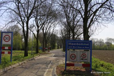 Maasbommel ligt in het Land van Maas en Waal, wat je sinds de herindelingen van 1984 ook aan de gemeentenaam kunt zien
