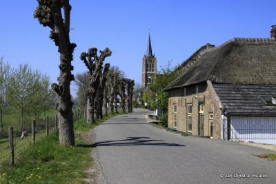 Maasbommel is een dijkdorp, dat kun je wel zien,